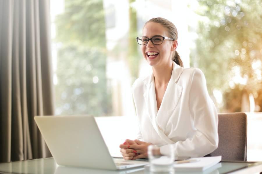 pret promovare linkedin laptop profil